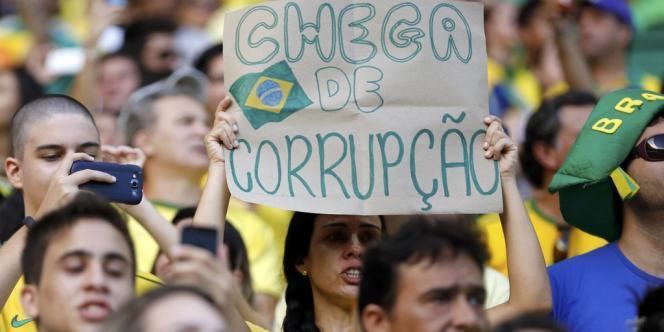 Une spectatrice du match Brésil-Mexique, le 19 juin à Fortaleza.