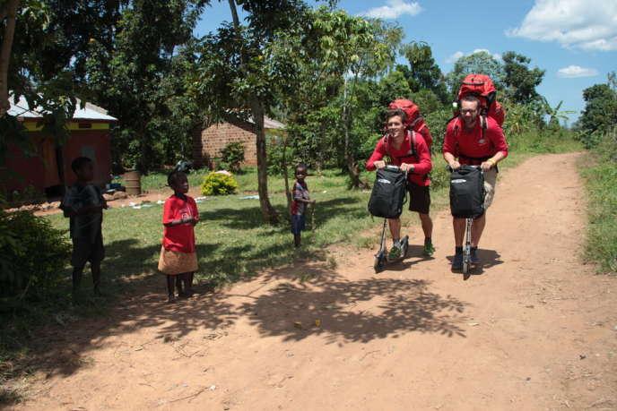 Ludovic Hubler a passé cinq ans à faire du stop dans le monde entier. Depuis son retour en 2008, il travaille sur Travel With A Mission (www.travelwithamission.org).