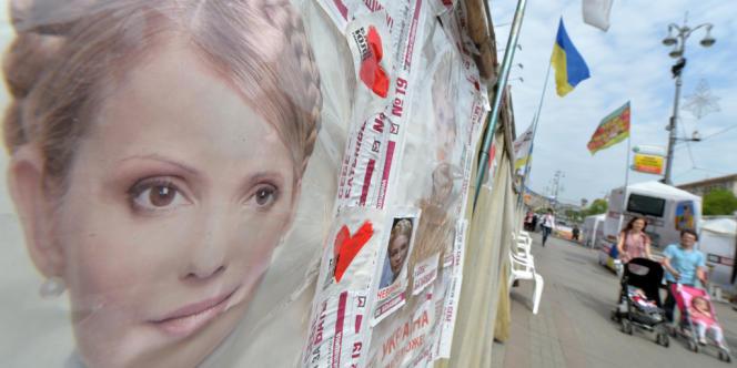 Affiche de soutien à Ioulia Timochenko à Kiev, en avril.