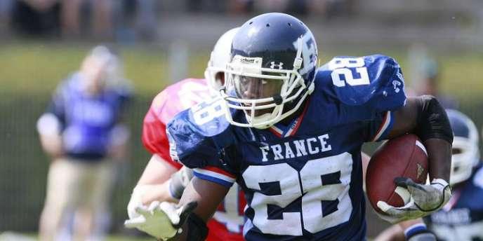 Armel Ahidazan est étudiant à l'Université Lyon 2 et joueur de football américain.