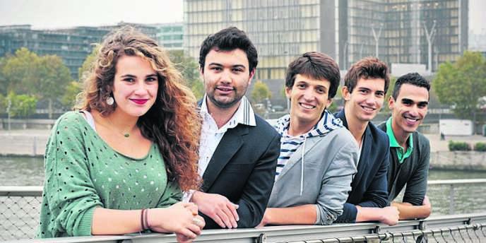 Les cinq aventuriers de l'association Coexister. De gauche à droite : Rafaella Scheer, Victor Grezes, Samuel Grzybowski, Josselin Rieth et Soufiane Torkmani.