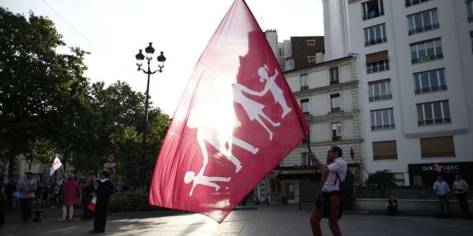 Bernard-Buss a été condamné le 19 juin par le tribunal correctionnel de Paris à quatre mois de prison, dont deux ferme, pour rébellion et fourniture d'une identité imaginaire.