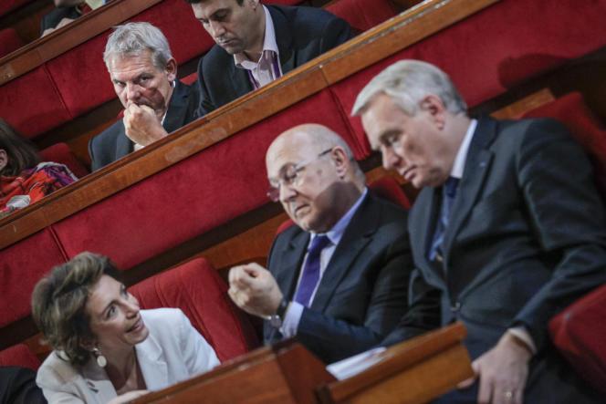 Thierry Lepaon, secrétaire général de la CGT, Marisol Touraine ministre des affaires sociales, Michel Sapin ministre du travail et Jean-Marc Ayrault, premier ministre, participent à la Conférence sociale au Conseil économique et social à Paris, le 21 juin 2013.