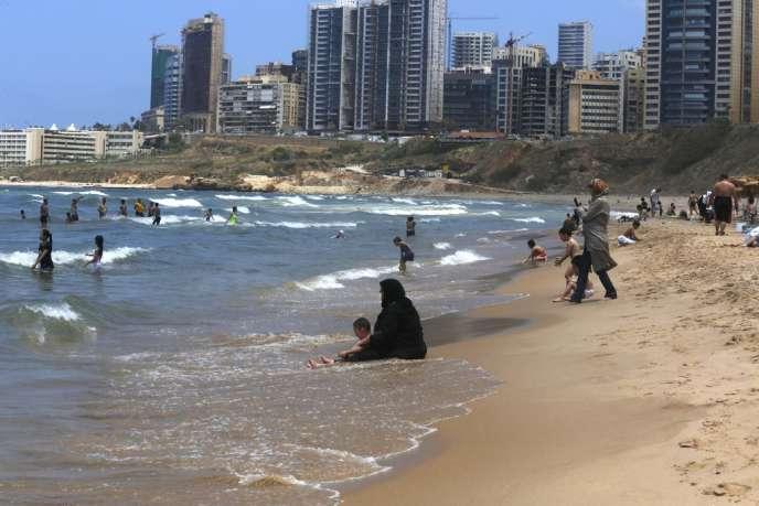 Sur la plage de Ramlet El-Baïda, à Beyrouth, le 18 juin.
