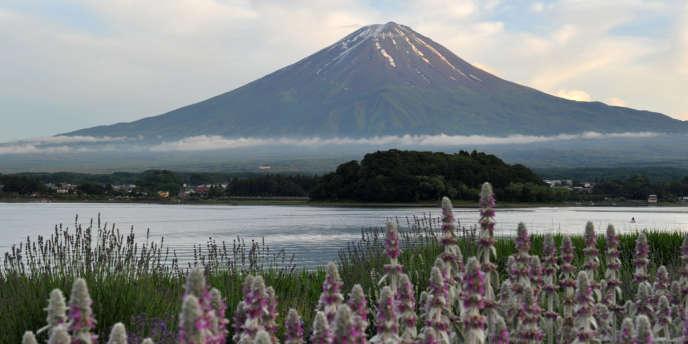 Le mont Fuji a été inscrit au Patrimoine mondial par l'Unesco samedi 22 juin.