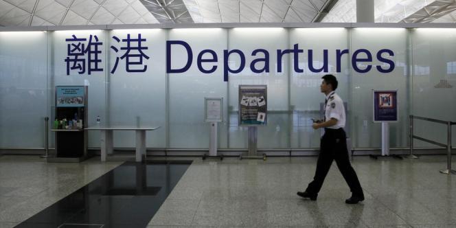 Dimanche matin, les autorités hongkongaises ont confirmé le départ d'Edward Snowden, effectué de