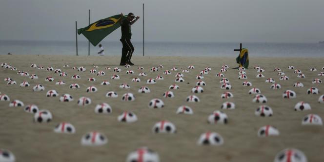 Les manifestants sont souvent très critiques envers les sommes colossales dépensées pour l'organisation de la Coupe Fifa des Confédérations - qui se dispute jusqu'au 30 juin - et du Mondial en 2014.