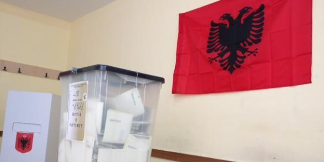 Une fusillade a fait un mort et un blessé grave près d'un bureau de vote, dimanche en Albanie, où se déroulent des élections législatives.