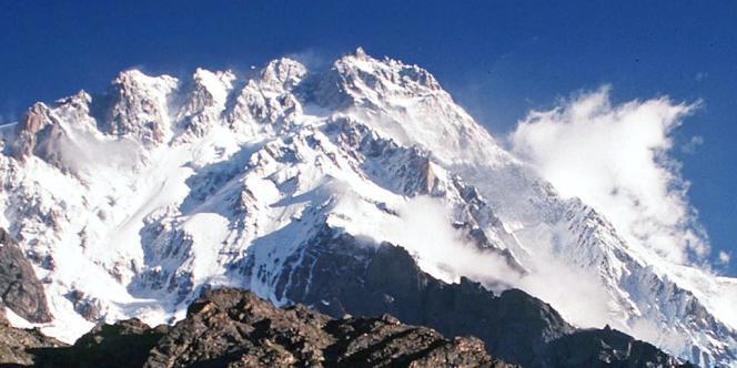 L'attaque est survenue dans un camp de base sur le Nanga Parbat, 9e sommet du monde avec 8 126 mètres, dans le district de Diamer appartenant à la province du Gilgit-Baltistan (nord).