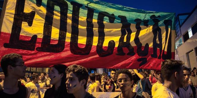 La corruption, l'éducation et la santé forment le trio de tête des revendications, révélant un profond malaise dans la société brésilienne.