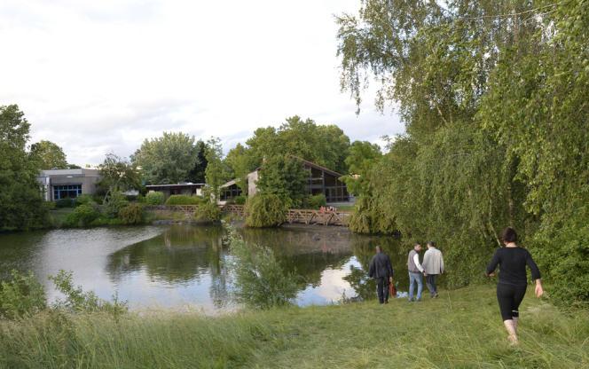 Le lac de Saint-Ouen-l'Aumône où sont tombés quatre enfants de 3 à 8 ans, samedi 22 juin.