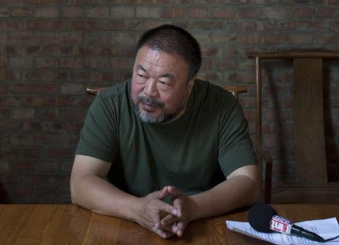 L'artiste chinois Ai Weiwei dans son atelier à Pékin, en mai 2013.