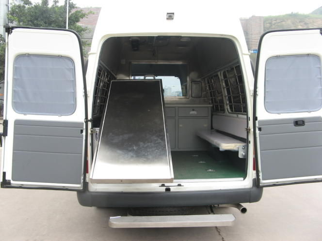 Pour les tribunaux qui ne sont pas équipés en salle d'exécution, la société Jinguan Auto a conçu une unité mobile d'exécution.