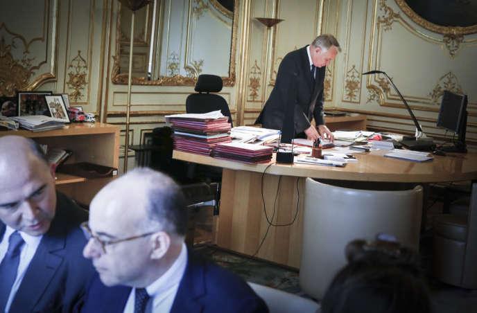 Pierre Moscovici, ministre de l'Economie et des Finances, Bernard Cazeneuve, ministre du Budget,  et Jean-Marc Ayrault, premier ministre,à Matignon, mercredi 12 juin 2013.