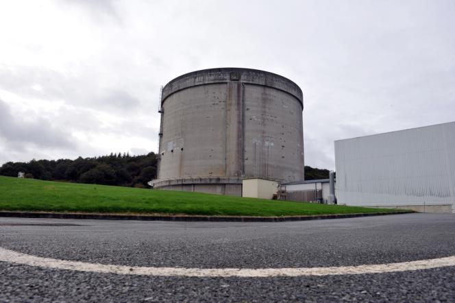 Prototype mis en service en 1967 et arrêté en 1985, la centrale de Brennilis est l'unique exemple industriel français de la filière nucléaire à eau lourde, ensuite abandonnée au profit des centrales à eau pressurisée.