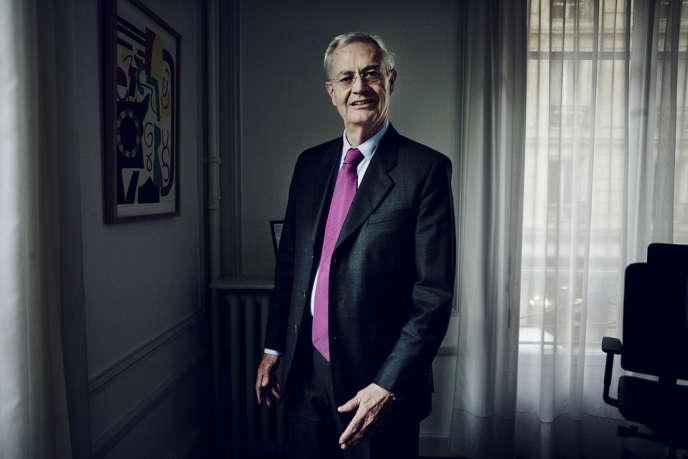 Jean-Louis Bianco, président de l'Observatoire de la laïcité, dans son bureau de l'hotel de Broglie à Paris, le 24 juin 2013.