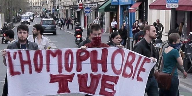 Clément Méric (ici avec le bandeau rouge) lors d'une manifestation contre les anti-mariage gay, le 17 avril à Paris.