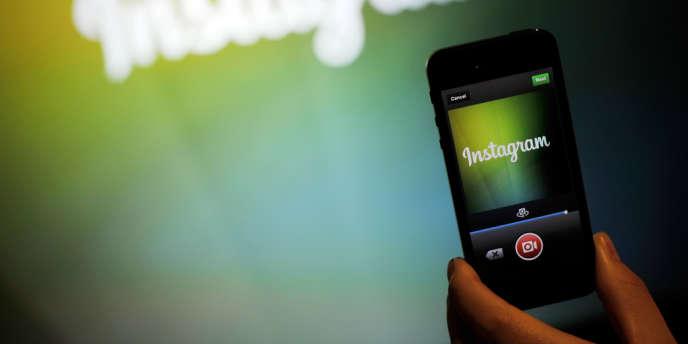 Un smartphone affichant l'application Instagram, le 20 juin 2013.