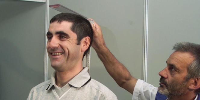 Laurent Jalabert, lors de la visite médicale avant le Tour de France 1998.
