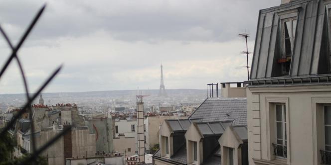 L'activité d'Airbnb a injecté entre mai 2012 et avril 2013 un surplus de chiffre d'affaires de 185 millions d'euros dans l'économie parisienne et a induit 1 100 emplois équivalents temps plein à Paris, une étude effectuée par le cabinet d'études économiques Asterè.