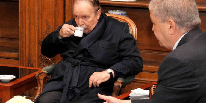 Abdelaziz Bouteflika recevait le premier ministre algérien à Paris le 12 juin 2013.
