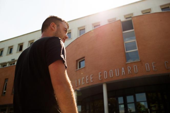 Maxence Delahoulle anime le réseau des anciens du lycée agricole Edouard-de-Chambray, à Gouville (Eure).