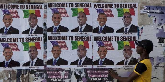Affiches du président des Etats-Unis, Barack Obama, et de son homologue sénégalais, Macky Sall, sur les murs de Dakar, le 26 juin.