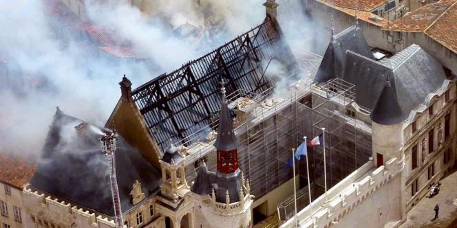 L'incendie, qui n'a pas fait de victimes, avait été déclaré circonscrit vendredi 28 juin dans la soirée.