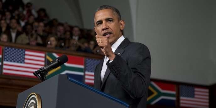 Le président américain Barack Obama a appelé la jeunesse africaine à s'inspirer du père de la nation sud-africaine, Nelson Mandela, hospitalisé entre la vie et la mort.