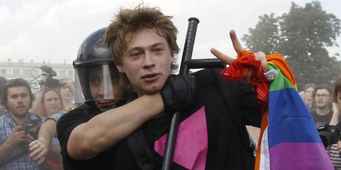 La police russe a arrêté des manifestants durant une Gay Pride à Saint-Pétersbourg, samedi 29 juin 2013.