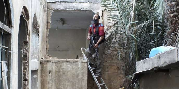 Les rebelles offrent une résistance acharnée face à l'armée et aux troupes du Hezbollah dans la vieille ville de Homs.