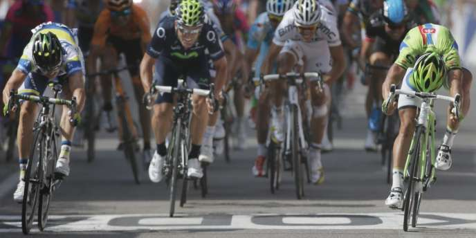 Simon Gerrans, à gauche, s'est imposé sur la ligne d'arrivée devant Peter Sagan, lundi, à Calvi.