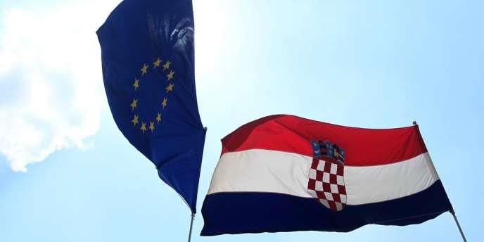 La Croatie, premier Etat à rejoindre l'UE depuis l'adhésion, en 2007, de la Roumanie et de la Bulgarie, est en récession depuis 2009.