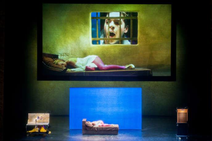 Philippe Spiegel et Heather Newhouse dans une nouvelle mise en scène avec projections vidéo.
