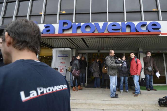 Bernard Tapie est devenu l'actionnarire majoritaire du journal du groupe La Provence, avec 80 % des parts, a annoncé vendredi le PDG du journal.