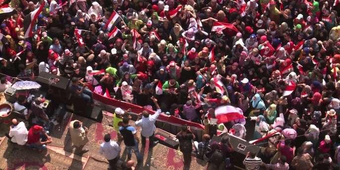 En Egypte, les manifestations se sont poursuivies, mardi 2 juillet, alors que plusieurs ministres ont donné leur démission.