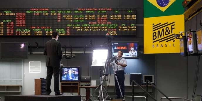 La place financière brésilienne est tirée à la baisse par les entreprises minières et pétrolières du groupe du milliardaire brésilien Eike Batista.