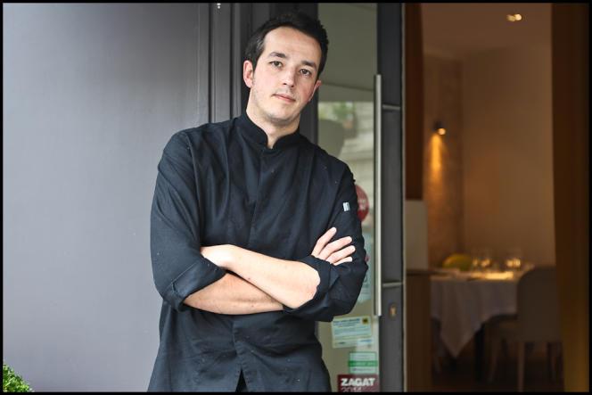 Sylvain Sendra, devant son restaurant l'Itinéraire.
