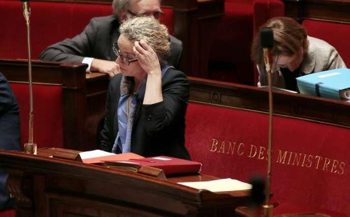 Delphine Batho, ministre de l'écologie, est à l'Assemblée nationale, le mardi 2 juillet, lorsque Matignon tweete qu'elle est convoquée.