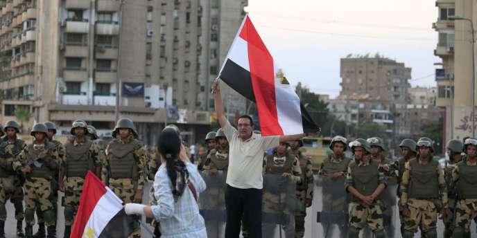 L'armée se déploie au Caire, mercredi 3 juillet.