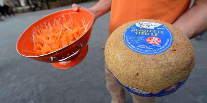 La rupture d'approvisionnement en mimolette a suscité une mobilisation aux Etats-Unis. Mais la manifestation de soutien dans Greenwich Village à New York n'a pas fait fléchir les autorités américaines.