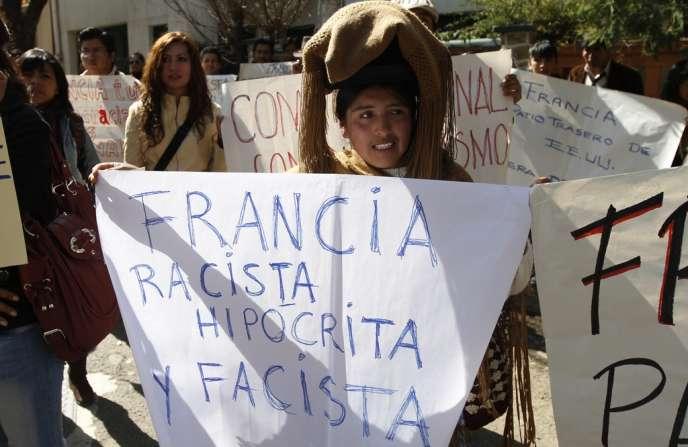 Devant l'ambassade de France à La Paz, le 3 juillet.