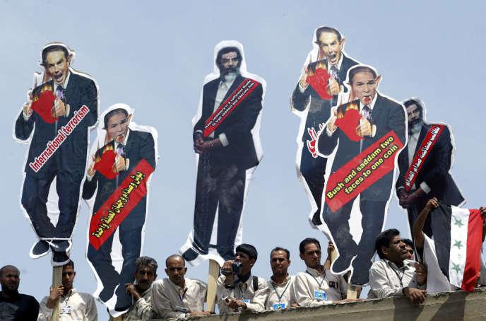 Caricatures de Tony Blair, de George Bush et de Saddam Hussein, à Bagdad, en avril 2005.