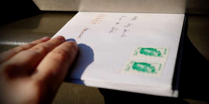 60 % des timbres sont encore gravés en taille-douce car la précision des traits est impossible à reproduire exactement. Ils sont infalsifiables.