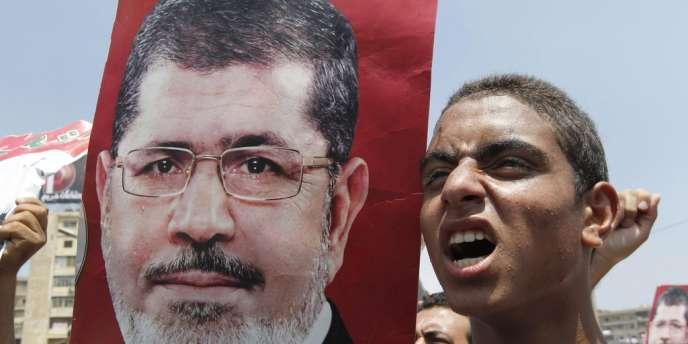 Mohamed Morsi appelle à un cabinet de consensu, au moment où prend fin l'ultimatum de l'armée, le 3 juillet.