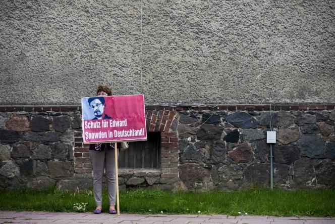 Lors d'une manifestation favorable à l'octroi de l'asile à Edward Snowden, à Loewenberg, en Allemagne, le 4 juillet.