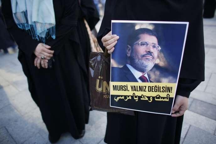 Lors d'une manifestation pro-Morsi, le 1er juillet à Istanbul.