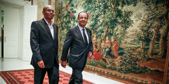 En visite officielle en Tunisie, le président et ses conseillers ont refusé d'évoquer l'affaire. Mais certains ministres ont été plus bavards.