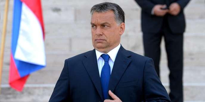 Le premier ministre hongrois, Viktor Orban, devant le Parlement, à Budapest, le 2 juillet 2013.