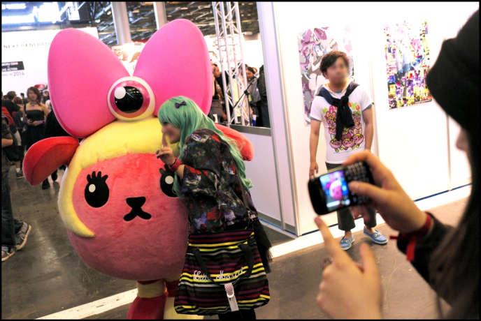 A la Japan Expo, consacrée à la culture japonaise (mangas, jeux vidéos, musique, cinéma) qui se tient jusqu'au dimanche 7 juillet au Parc des expositions de Villepinte en Seine-Saint-Denis.